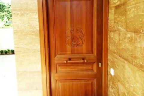 Puertas de entranda en madera. Carpinterías Mixtas en Murcia